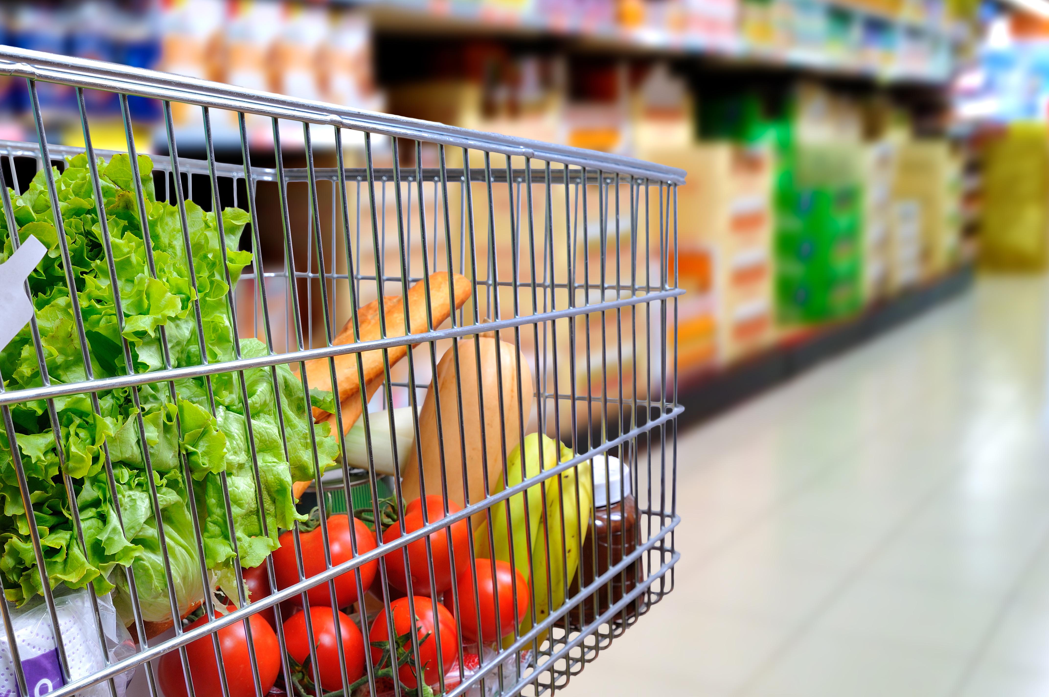 #PlasticFreeJuly: Am mers într-un supermarket să caut mâncare pentru prânz neambalată în plastic