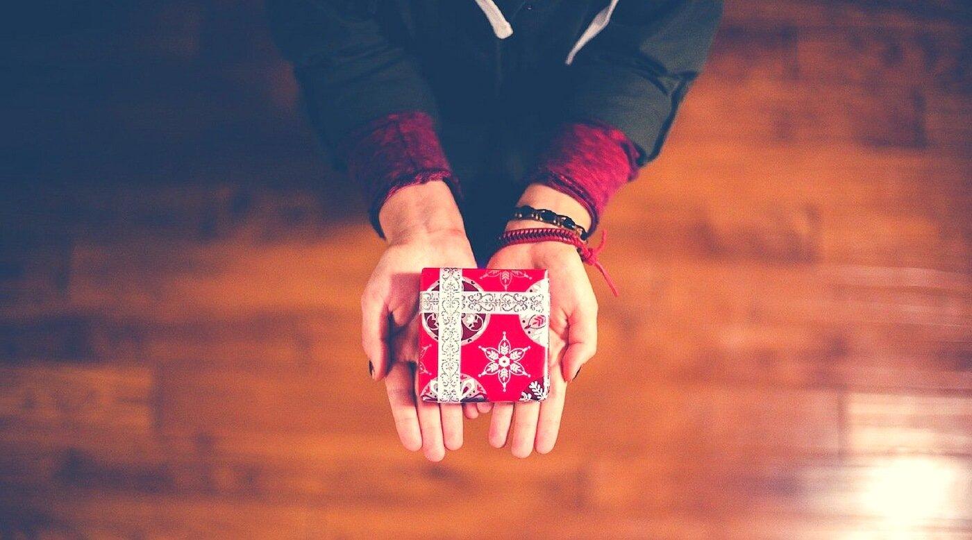 Dăruiți cadouri de Crăciun care să aducă bucurie, nu doar să vă scape de o datorie socială!