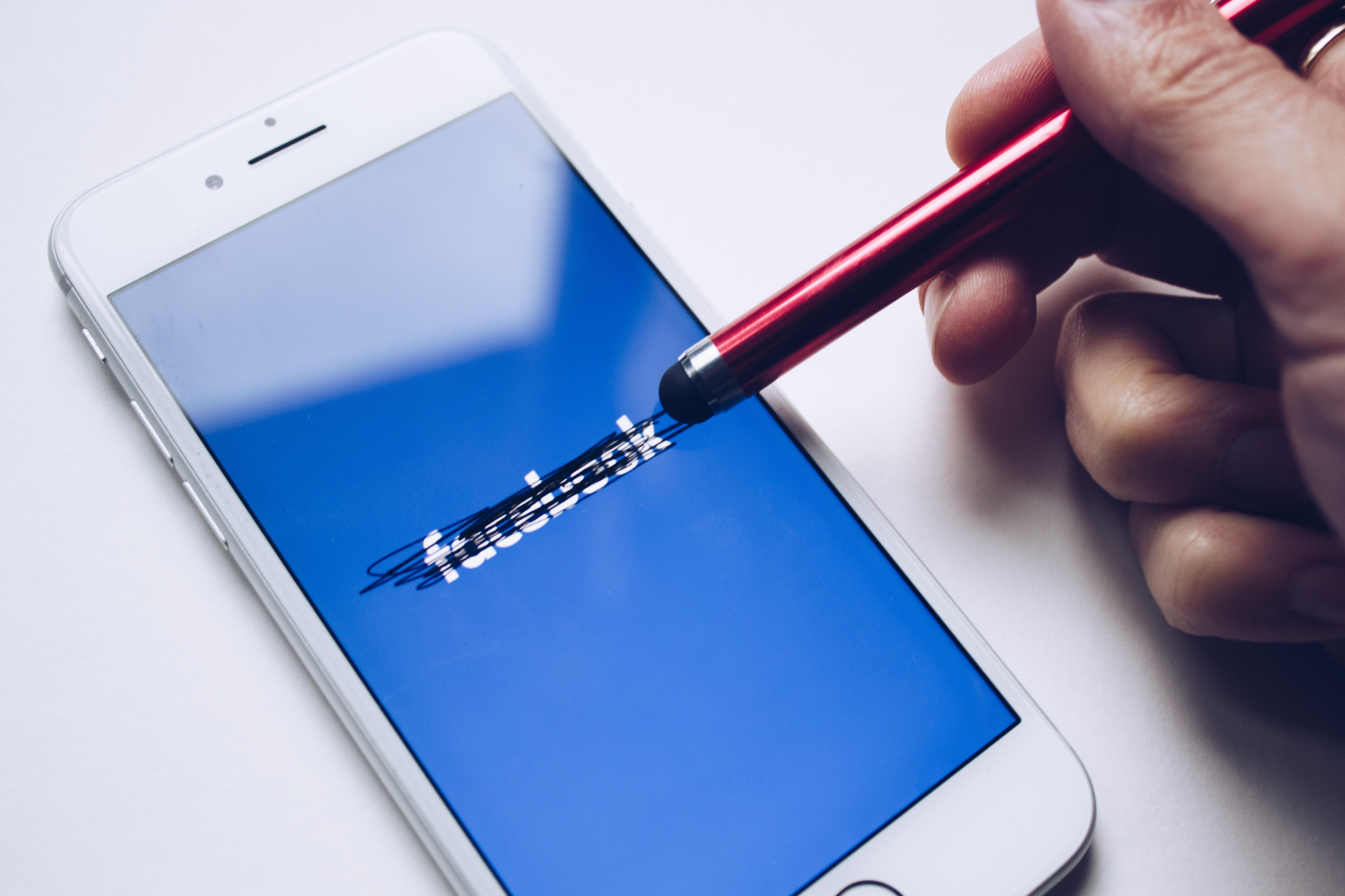 Ce se întâmplă pe Facebook când tu nu ești acolo
