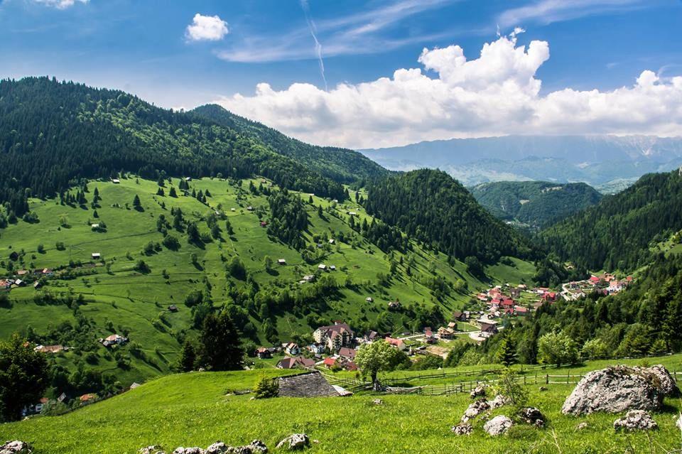 [Pe două roți, ep.1] Cel mai frumos sat din România