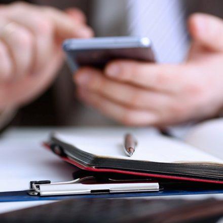 Pentru productivitate: ascunde-ți telefonul într-un dulap