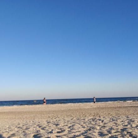 O plajă mai puțin accesibilă și recomandare de o super cazare la mare – Villa Ciao, Corbu